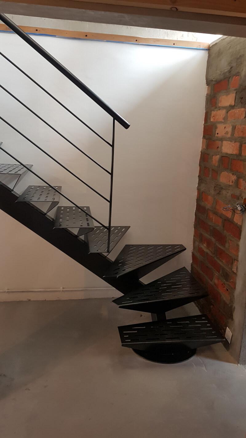 Escalier 1/4 tournant métallique