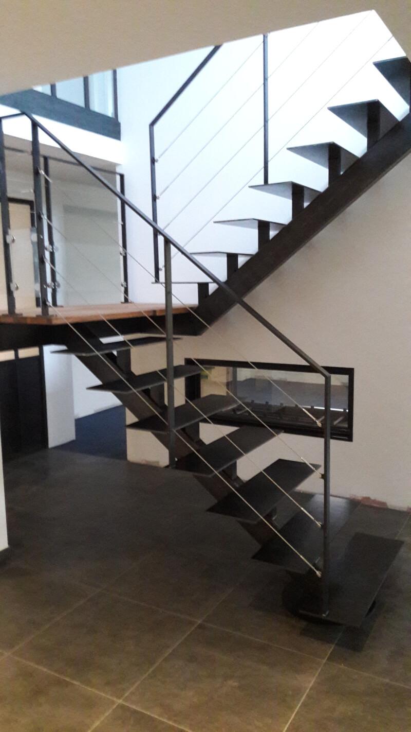 Escalier 2/4 tournant métallique