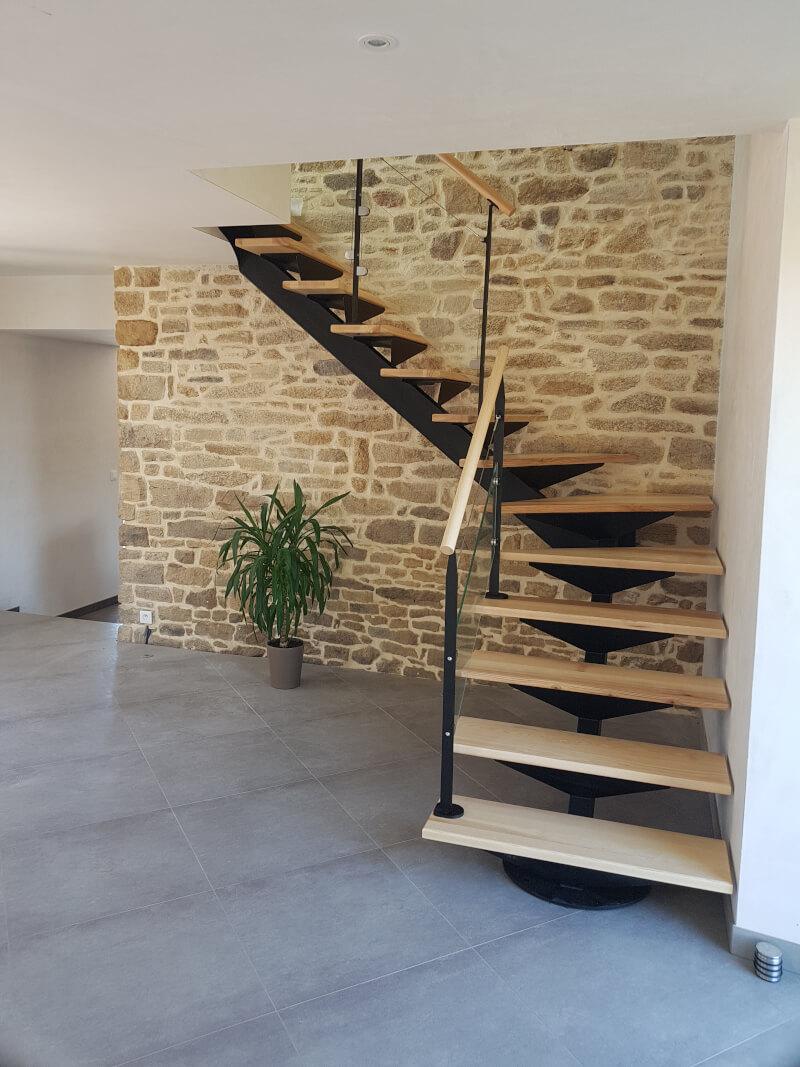Escalier 1/4 tournant métallique avec marches en bois